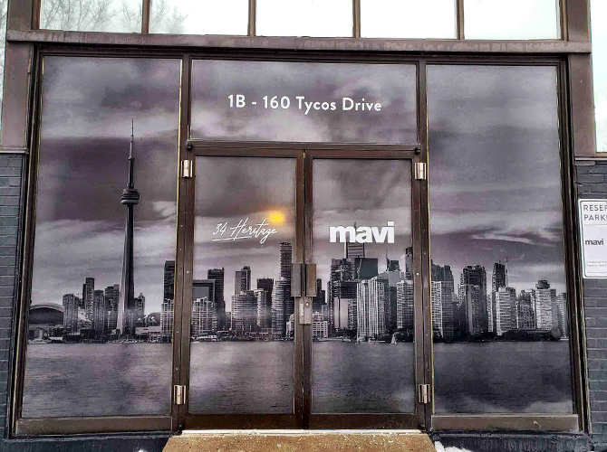 How to turn store windows into advertising space